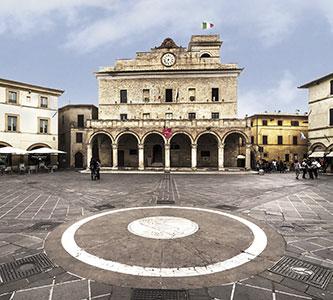 Cariani - Umbria, la piazza di Montefalco famosa per la porchetta e il vino Sagrantino