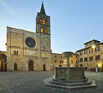 Cariani - Umbria, Piazza Silvestri a Bevagna la patria della porchetta umbra